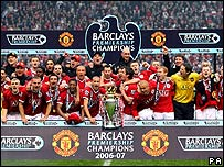 Manchester United celebrate winning 2006/07 Premier League
