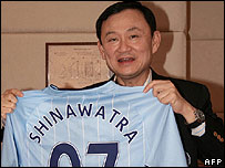Former Thai Prime Minister Thaksin Shinawatra with a Manchester City top bearing his name - 08/07/07