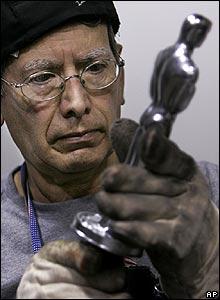 Anacledo Medina, fabricante de los Oscar.