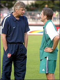 Roger Spry and Arsene Wenger share a thought