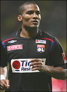 French international Florent Malouda signs for an undisclosed fee