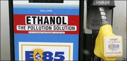 Gasolinera ofreciendo etanol