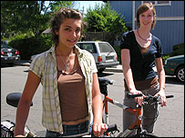 Nicole (left) and Christine of the Climate Protection Campaign