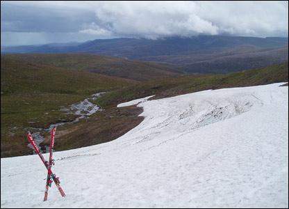 Snow on Ciste Mhearaidh