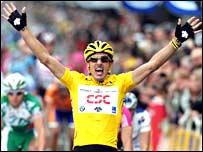 Fabian Cancellara celebrates victory in Compiegne