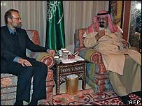 Saudi Arabia's King Abdallah (R) meets Iran's top national security official Ali Larijani in Riyadh (14 January)