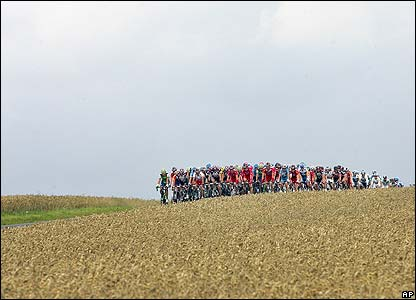 The peloton winds its way through wheat fields near Chezy-en-Orxois