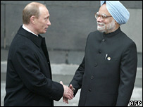 Russian President Vladimir Putin (left) and Indian Prime Minister Manmohan Singh in Moscow, May 2005