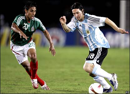 Lionel Messi runs at Mexico's defence