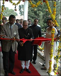 Ethiopian Minister of Capacity Building Tefera Walwa and Indian Minister of External Affairs Pranab Mukherjee cut the ribbon at Addis Ababa University's new tele-education centre