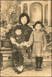 Wai Kuen Mo with his mother and sister