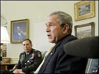 Lt-Gen Petraeus and President Bush
