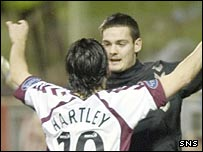 Paul Hartley and Craig Gordon celebrate with Hearts
