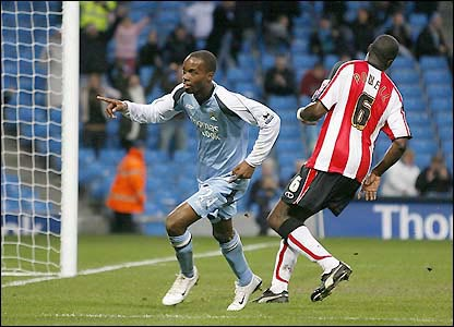 American DaMarcus Beasley scores after running on to Richard Dunne's pass