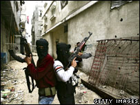Masked Fatah gunmen in Jabalia, in the northern Gaza Strip (28 Jan 2007)
