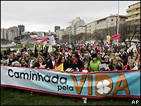 Anti-abortion activists in Lisbon, 28 Jan 07