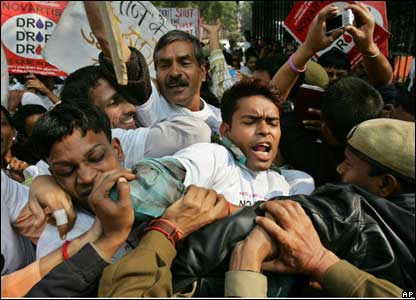 Indian police jostle with Indian AIDS activists