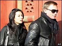 Daniel Craig (r) with Satsuki Mitchell