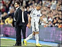Fabio Capello (izq.) y Ronaldo