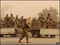 Iraqi army soldiers near Najaf