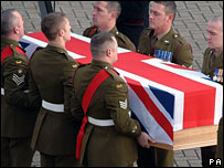 Soldier killed in Iraq returns to the UK