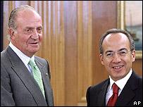 El rey Juan Carlos y Felipe Calderón