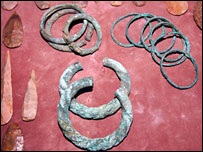Mali artefacts seized in Paris by customs officials (Pic: French customs-Francis Roche)