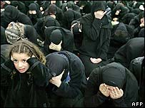 Shia women in Beirut prostrate themselves
