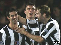 Simon Lappin, John Sutton and Kirk Broadfoot celebrate for St Mirren