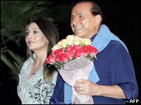 Verónica Berlusconi (izq.) y Silvio Berlusconi