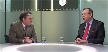 Посол РФ в Британии Юрий Федотов (справа) и ведущий Би-би-си Александр Баранов