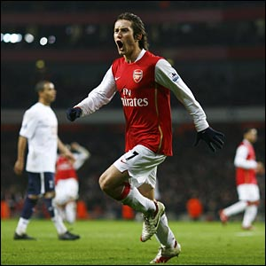 Tomas Rosicky celebrates scoring for Arsenal in extra-time
