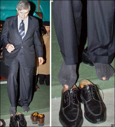 Президент Всемирного банка Пол Вулфовиц и его носки