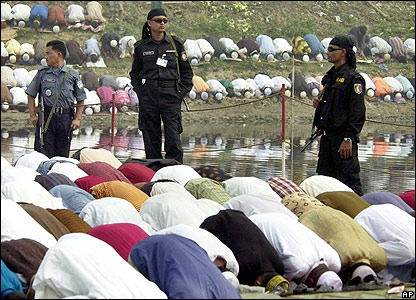 Soldiers guard worshippers at a Muslim festival in Bangladesh