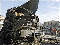 Scene of a roadside bomb which exploded in Baghdad's Rasafi district (1 February 2007)