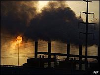 Nube de humo en fábrica china.