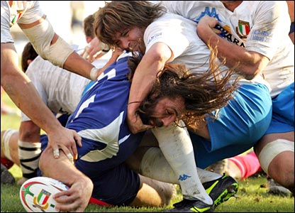 Sebastien Chabal score a try for France