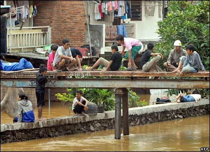 Jakarta residents keeping to high ground