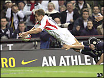 Johnny Wilkinson anota un try