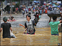 Jakarta residents struggle through floodwaters