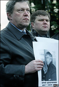 Opposition politician Grigory Yavlinsky Protest at the death of Yuri Shchekochikhin and others in Russia