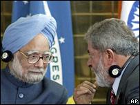 El primer ministro Manmohan Singh (izq) y Luiz Inácio Lula da Silva.