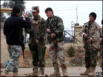 Kurdish soldiers in the Iraqi army receive security training in Irbil