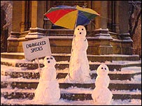 Snowmen in Oxford town centre, (photo by Rob Good)