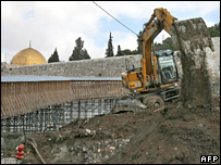 Digger at site of Jerusalem excavations