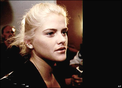 Anna Nicole Smith (15 August 1995)