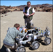 Martian moon 'could be key test' _42555181_rover_bbc_203