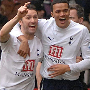 Robbie Keane and Jenas celebrate the early strike