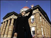 Barack Obama waves to crowd
