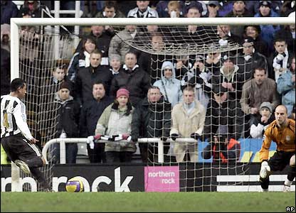 Nolberto Solano sends the goalkeeper the wrong way to win the match for Newcastle in the 70th minute